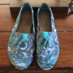 Toms shoes.